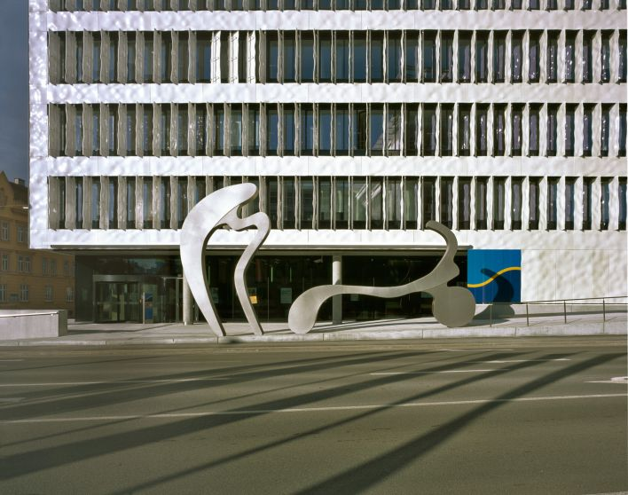 manfred wakolbinger, haus und bank <br />two sculptures in front of the HYPO NOE bank